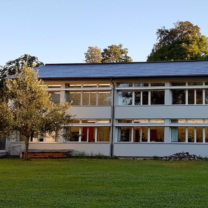 Sanierung Schulhaus mit PV-Anlage
